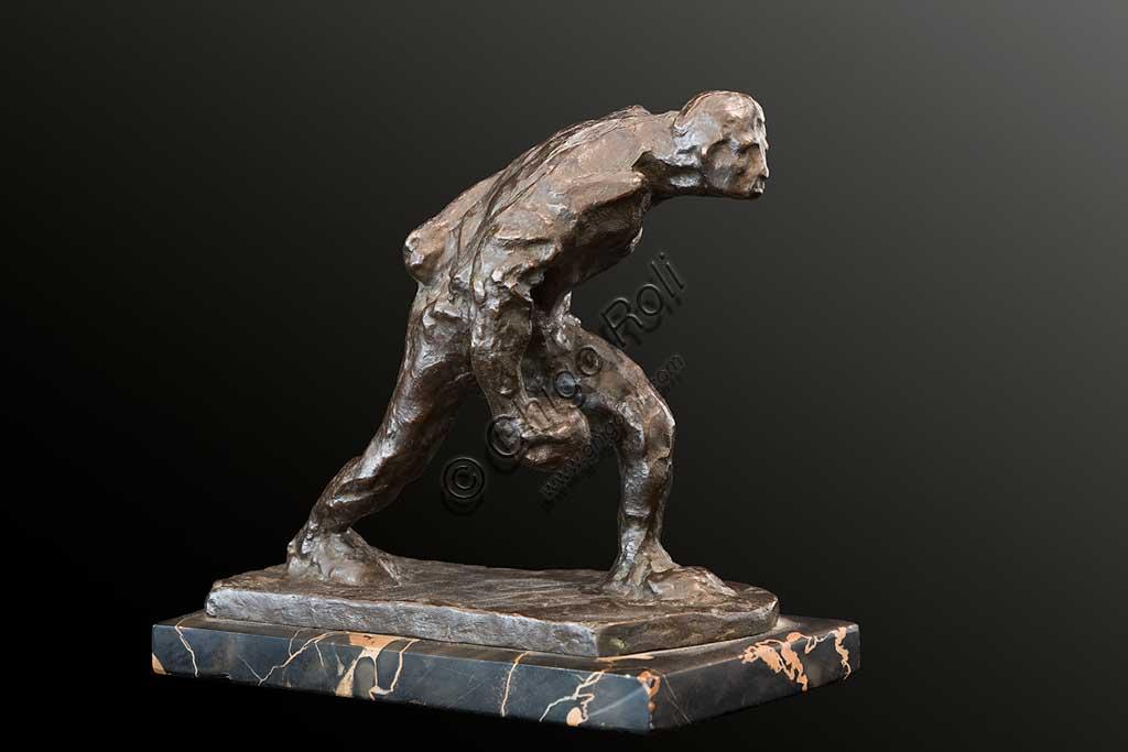"""Collezione Assicoop Unipol: Ubaldo Magnavacca (1885 - 1957);  """" Il Giocatore di Bocce""""; bronzo, cm. 18 x 20 x 10."""