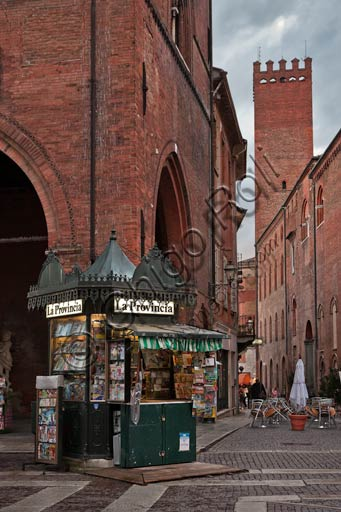 Cremona, piazza del Comune: the oldest newspaper kiosk in the town.