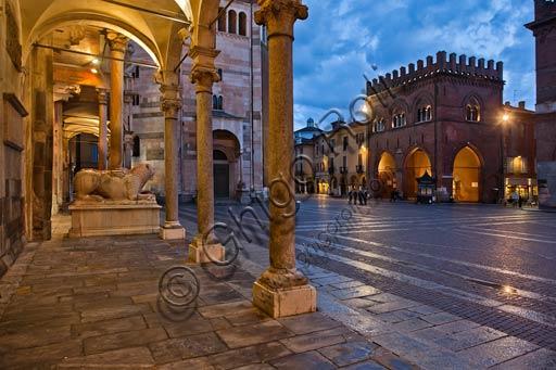 Cremona: night view of Piazza del Comune from the  Bertazzola Porch. On the right, the Militi Loggia.