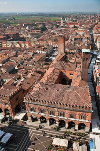 Cremona: aerial view of the town from the top of Torrazzo. Downwards, the Palazzo del Comune (Town Hall Palace).