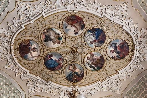 Cremona, Palazzo del Comune, Sala della Consulta: medaglione centrale del soffitto con otto tondi del pittore cremonese Antonio Rizzi sulle virtù del Buon Governo.