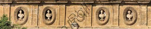 Palermo, Palazzo Reale o Palazzo dei Normanni, Torre di Porta Nuova: particolare del lato verso Corso Vittorio Emanuele con busti femminili