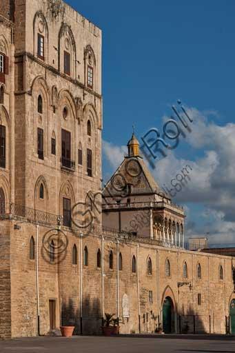 Palermo, Palazzo Reale o Palazzo dei Normanni, lato Nord Est: veduta della Torre PIsana e della Torre di Porta Nuova.