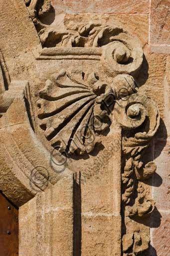 Palermo, Palazzo Reale o Palazzo dei Normanni, lato Nord Est: dettaglio di un portale dell'ala rinascimentale.