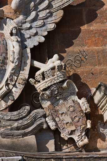 Palermo, Palazzo Reale o Palazzo dei Normanni, lato Nord Est: particolare dello stemma con aquila aragonese sul portale principale dell'ala rinascimentale.