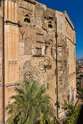 Palermo, Palazzo Reale o Palazzo dei Normanni: il prospetto Orientalenella sua variegata giustapposizione di volumi medioevali e moderni.