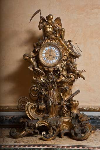 Palermo, Palazzo Reale o Palazzo dei Normanni, Appartamento Reale, Sala Gialla:  orologio da tavolo in bronzo dorato, secolo XIX (Crono, il Tempo con la falce).