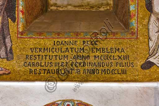 Palermo, Palazzo Reale o Palazzo dei Normanni,  Cappella Palatina (Basilica), parete nord: dettaglio di mosaico con scritta che ricorda il restauro del 1753.