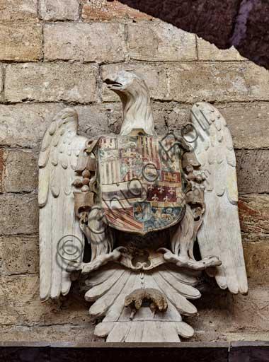Palermo, Palazzo Reale o Palazzo dei Normanni, Torre Joharia, Sala dei Venti: scultura che rappresenta lo stemma borbonico dell'aquila.