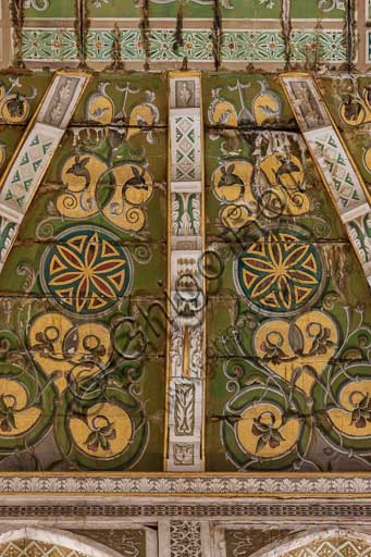 Palermo, Palazzo Reale o Palazzo dei Normanni, Torre Joharia, Sala dei Venti: cuspide lignea con al centro la Rosa dei Venti. Particolare.