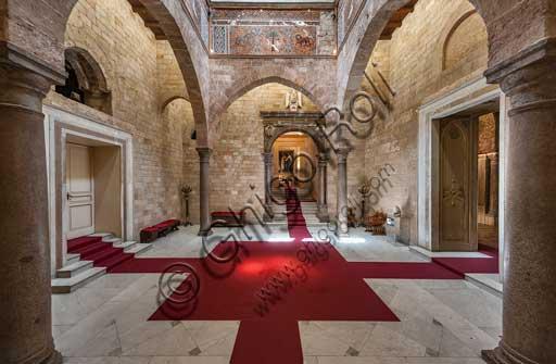 Palermo, Palazzo Reale o Palazzo dei Normanni, Torre Joharia, Sala dei Venti: veduta col portale rinascimentale.