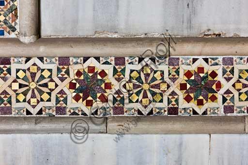 Palermo, Palazzo Reale o Palazzo dei Normanni, Torre Pisana, Sala di Re Ruggero (la sala voluta da Re Ruggero II d'Altavilla), rivestimento marmoreo: dettaglio di mosaici a motivi geometrici.