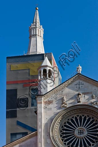 Modena: partial view of the Cathedral (Duomo) façade and Ghirlandina (bell tower) covered with an artwork by Mimmo Paladino. The tarpaulin by Paladino was used during the restoration works on the Modena bell tower.