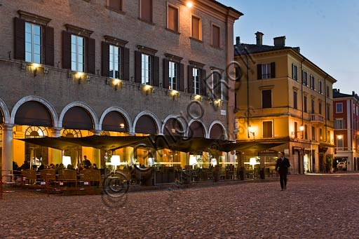 "Modena:  night view of Piazza Grande (Grande Square) and the bar tables of the restaurant ""Caffè Concerto""."