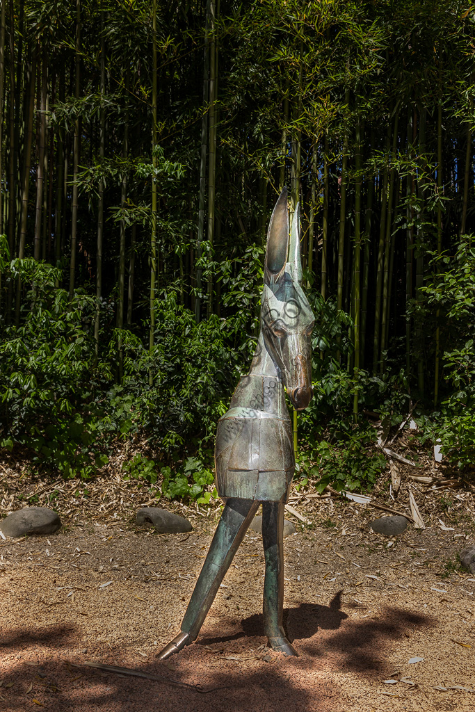 Parco di Pinocchio, il Paese dei Balocchi: il Ciuchino Pinocchio, statua in bronzo e acciaio di Pietro Consagra.