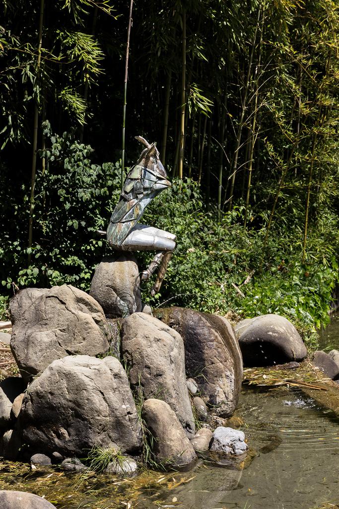 Parco di Pinocchio, il Paese dei Balocchi: la Capretta, statua in bronzo e acciaio di Pietro Consagra.