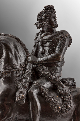 Modena, Galleria Estense: Hercules horse riding; Bertoldo di Giovanni, 1473; bronze.Hercules, after slaying bare-handed the Nemean lion, bears the remains wearing his skin and holding the mouth of the beast. open with his right hand.Bertoldo di Giovanni (Florence, about 1420 - Poggio a Caiano, December 28, 1491) was an Italian sculptor and medalist. Pupil of Donatello, was the first master of Michelangelo.