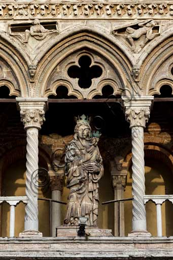 "Ferrara, the Cathedral dedicated to St. George, façade: detail of the small loggia with twin bed windows and ""Madonna and Child"", a clay statue by Cristoforo da Firenze (1427)."