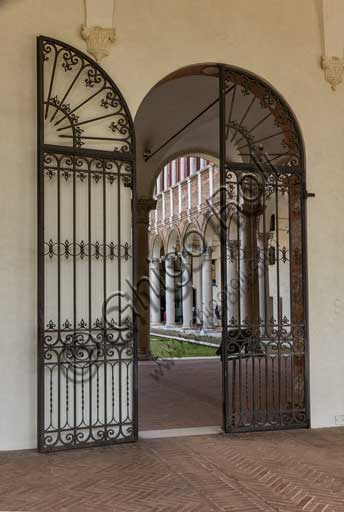 Ferrara, Palazzo Costabili o Palazzo di Ludovico il Moro (today it si the seat of the National Archeological Museum of Spina): entrance to the courtyard.