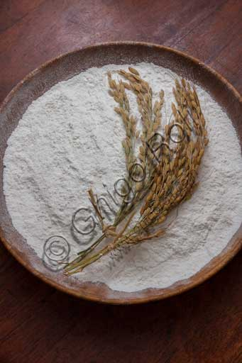 Typical product: rice flour made in Jolanda di Savoia (the rice capital in the area of the Po Delta).