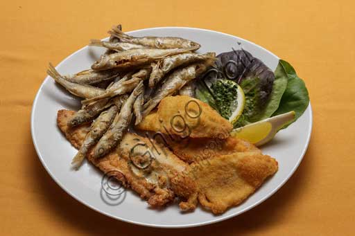 Isola Pescatori, Imbarcadero Restaurant: lake fried fish.