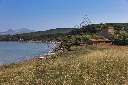The Baratti Gulf: farmhouse in the vicinity of St. Cerbone Spring and the beach.