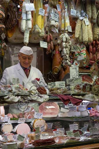 Padua, piazza delle Frutta or dei Frutti, corridor of the food market: the stall of Borsetto Delicatessen.