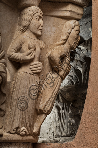 Modena, Ghirlandina Tower, Torresani Hall, east wall: the capital of King David or of dance and music. Campionese Masters, XII - XIII century. Detail.