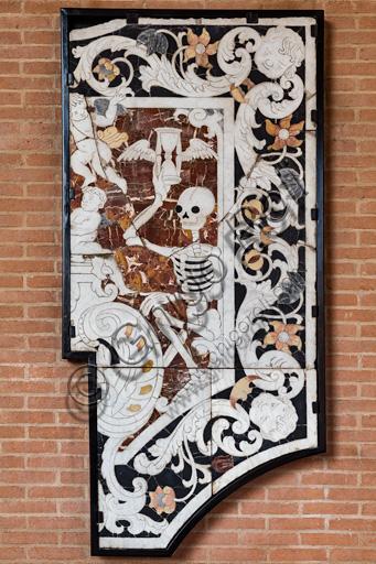 Fontanellato, Labirinto della Masone, Collezione di Franco Maria Ricci: commesso di pietre dure raffigurante la Morte.