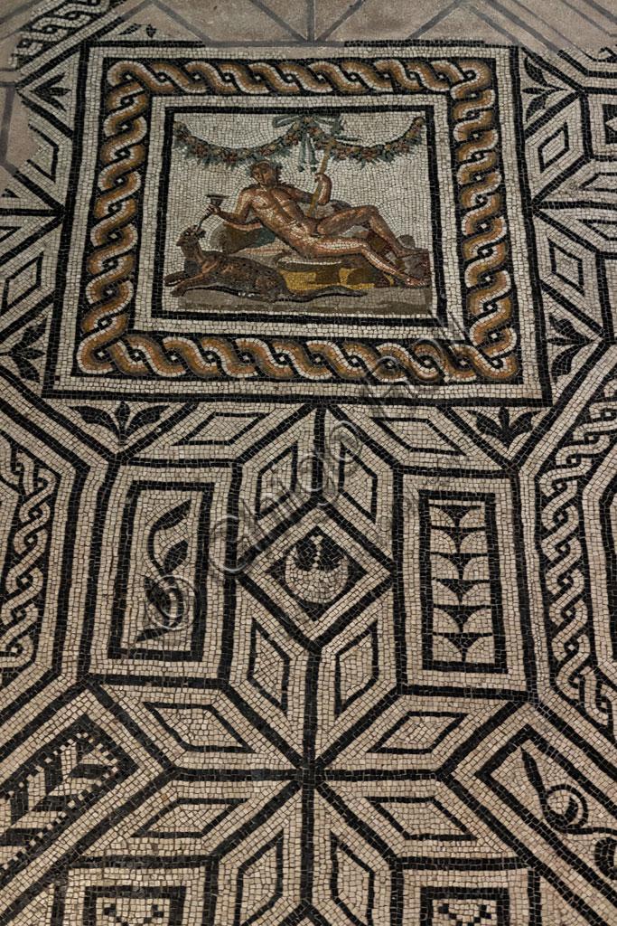 """Brescia, """"Santa Giulia, Museo della Città"""", (sito Unesco dal 2011), la Casa di Dioniso, una delle domus romane dell'Ortaglia: particolare del pavimento musivo  con la rappresentazione di Dioniso e della pantera."""