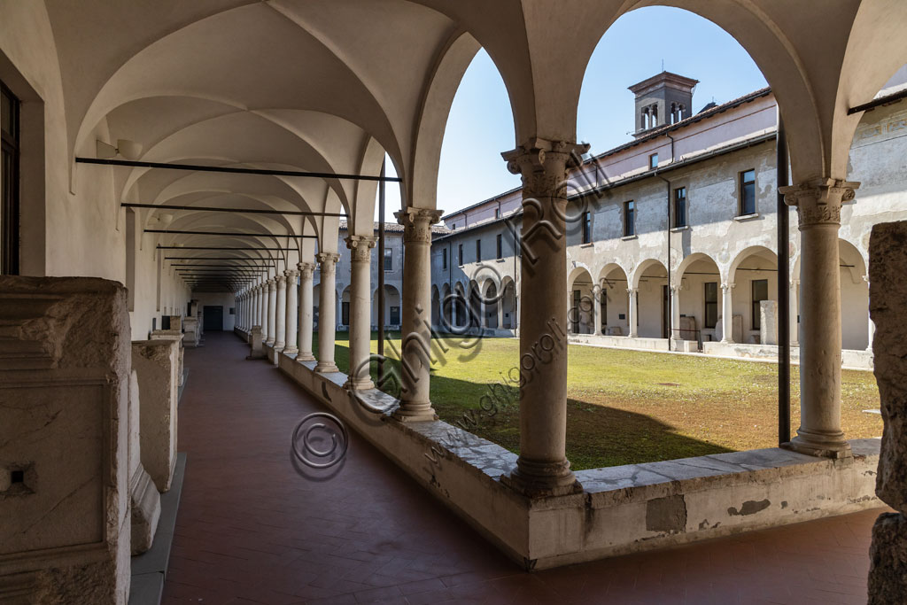 """Brescia, """"Santa Giulia, Museo della Città"""", (sito Unesco dal 2011): il chiostro rinascimentale."""