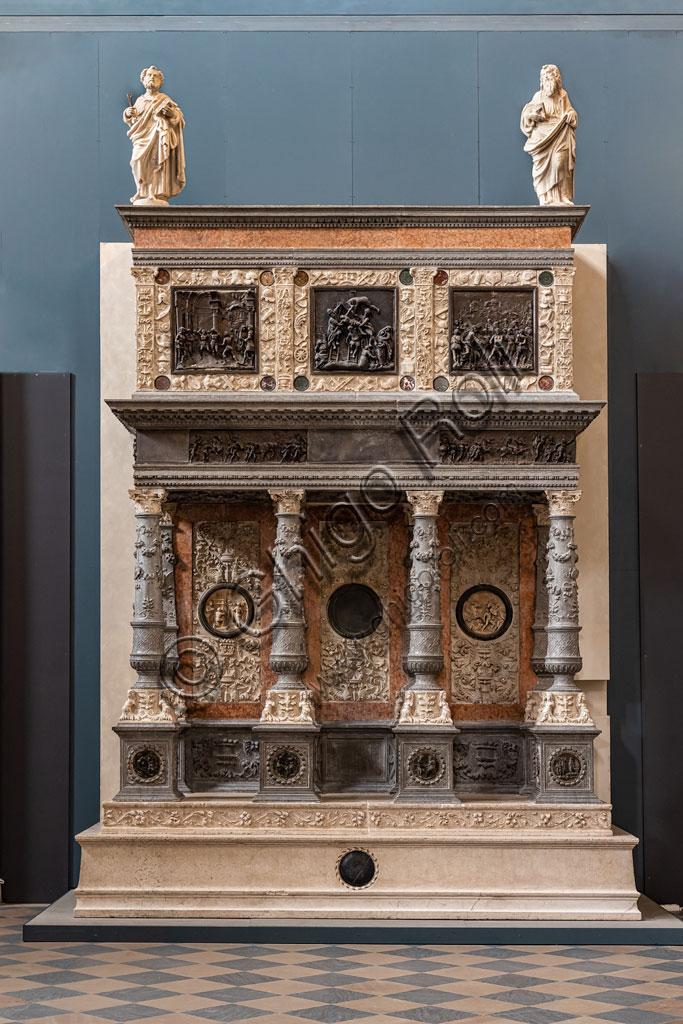 """Brescia, """"Santa Giulia, Museo della Città"""", (sito Unesco dal 2011), Chiostro delle Monache: Mausoleo Martinengo, monumento funebre realizzato da Bernardino delle Croci tra il 1503 e il 1516."""