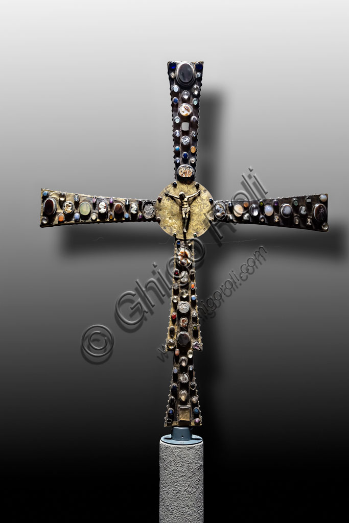 """Brescia, """"Santa Giulia, Museum of the City"""" (Unesco site since 2011), Church of Santa Maria in Solario: the Cross of Desiderius, adorned with stones, cameos and coloured glasses. High example of Lombard goldsmiths, end of the 8th century."""