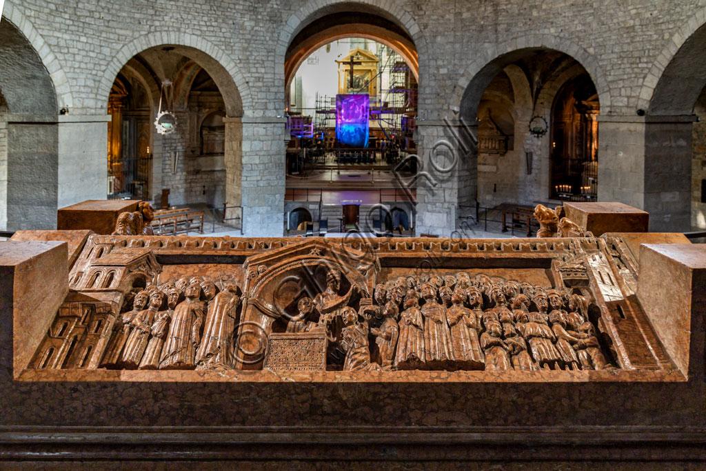 Brescia, piazza Paolo VI, il Duomo Vecchio (Cattedrale invernale di S. Maria Assunta), costruito alla fine dell'XI secolo: il sarcofago di Berardo Maggi.