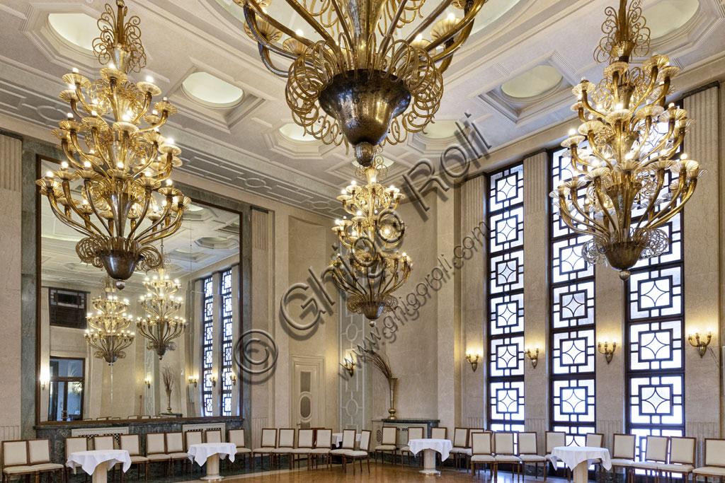 Brescia, Hotel Vittoria: Sala delle Rose, sala da ricevimento arricchita da lampadari ed applique d'epoca di Murano, specchi e marmi di Botticino.