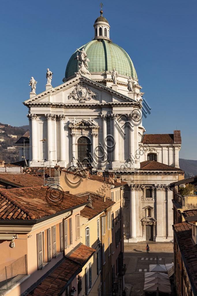 Brescia: veduta della città dall'Hotel Vittoria. Sullo sfondo, il Duomo Nuovo (Cattedrale estiva di S. Maria Assunta), in stile tardo barocco dall'imponente facciata in marmo di Botticino.