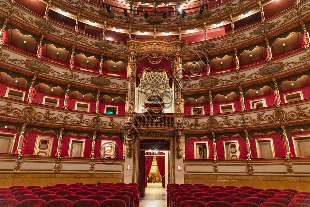 Brescia, Teatro Grande, la Sala Grande: i cinque ordini di palchi e il Palco Reale.