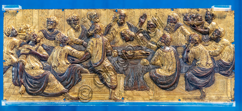 """Brescia, Pinacoteca Tosio Martinengo: """"Ultima cena"""", di Maestro dell'Emilia, bronzo dorato rifinito a cesello, 1540 - 60."""